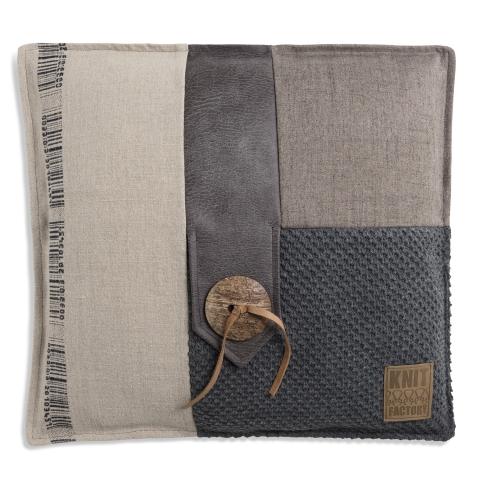Knit Factory kussen Lex antraciet 't Maaseiker Woonhuys