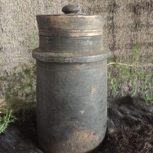 Hoffz oude pot met deksel 't Maaseiker Woonhuys