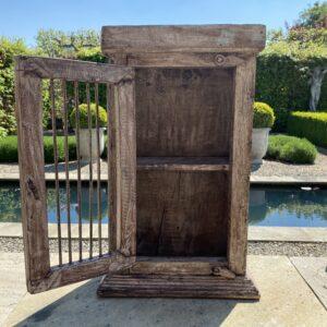 Oud houten kastje 't Maaseiker Woonhuys