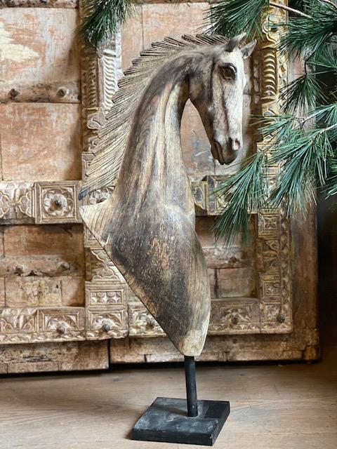 Houten paard op voet 't Maaseiker Woonhuys