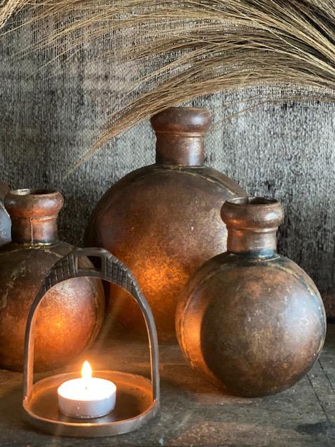 Oude unieke ijzeren waterpot 't Maaseiker Woonhuys